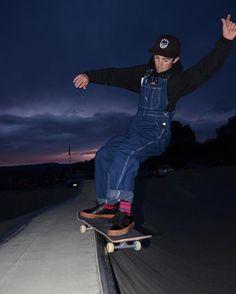 Dickies bib overalls, black hoodie and skateboarding Overalls Outfit, Bib Overalls, Dungarees, Skateboard Pants, Skater Look, Skater Girl Outfits, Skate Style, Skateboarding, Black Hoodie