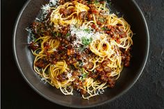 Hearty vegetarian bolognaise with lentils and mushrooms New Cooking, Cooking Recipes, Mince Recipes, Cooking Ribs, Lentil Recipes, Candy Recipes, Vegetable Recipes, Tasty Vegetarian Recipes, Healthy Recipes