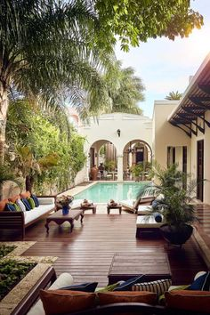 Pool and outdoor seating area Backyard and patio design ideas and inspiration Spanish Style Homes, Spanish House, Spanish Colonial, Spanish Backyard, Spanish Patio, Spanish Style Interiors, Spanish Bungalow, Spanish Revival, Patio Design