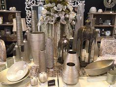 Ultimas novedades en elementos decorativos: centros, jarrones, figuras, relojes, muebles, espejos, flores.... un mundo a tu alcance en www.virginia-esber.es