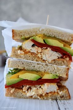 This Copycat Chipotle Chicken Avocado Melt is just like the sandwich at Panera but in the comfort of your own home! Shredded chicken, spicy peppers, cilantro and avocado are all tucked in with a thick slice of melty chedda' in this gourmet sandwich! Healthy Diet Recipes, Healthy Meal Prep, Lunch Recipes, Meat Recipes, Fondue Recipes, Healthy Food, Chicken Avacado Sandwich, Chicken Sandwich Recipes, Recipes