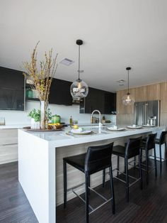 Kitchen Island Decor, Home Decor Kitchen, Kitchen Dining, White Kitchen Inspiration, Luxury Kitchen Design, Contemporary Interior Design, Home Office Design, Countertops, Sweet Home