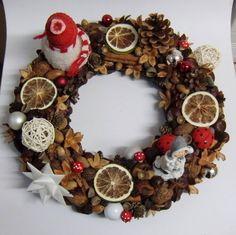 Haltbarer Naturmaterialien-Weihnachtskranz   http://eris-kreativwerkstatt.blogspot.de/2014/11/haltbarer-naturmaterialien.html