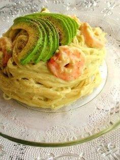 Shrimp & Avocado Pasta (Avocado Sauce) 海老とアボカドの冷製パスタ。