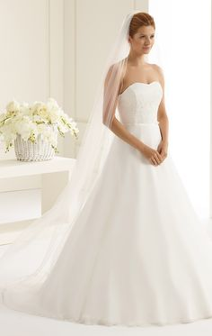 One layered veil S166 from Bianco Evento #biancoevento #veil #weddingdress #weddingideas #bridetobe