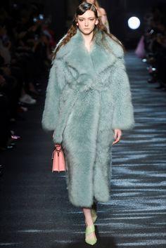 Sfilata Blumarine Milano - Collezioni Autunno Inverno 2016-17 - Vogue