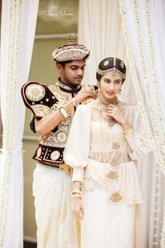 Many people believe that there is a magical formula for home decoration. You do things… Sari Wedding Dresses, Bridal Sari, Wedding Sari, Wedding Bride, Bridal Dresses, Engagement Saree, Engagement Dresses, Sri Lankan Wedding Saree, Old Hollywood