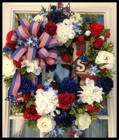 Wreaths: Decorative Door Wreaths, Luxury Christmas Wreaths - Patriotic Wreaths - Maplesville, AL