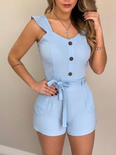 Macaquinho c/ Botões Felícia Azul Pretty Outfits, Cool Outfits, Summer Outfits, African Fashion, Korean Fashion, Girls Skirt Patterns, Looks Chic, Tops For Leggings, Teen Fashion Outfits