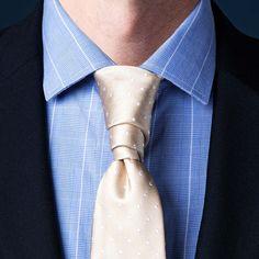 How To Tie A Necktie | Different Ways Of Tying A Tie | Ties.com Tie A Tie Easy, Make A Bow Tie, Nudo Windsor, Windsor Knot, Trinity Knot Tie, Types Of Tie Knots, Eldredge Knot, Tie A Necktie, Moda Masculina