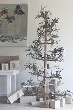 DIY: Make your own timber dowel Christmas tree - Porta DIY: Make your o Corner Christmas Tree, Creative Christmas Trees, Christmas Tree Branches, Wooden Christmas Trees, Xmas Tree, Christmas Tree Decorations, Natural Christmas Tree, Australian Christmas Tree, Christmas Decorations Australian