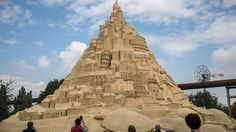 World-record sandcastle built in Germany http://ift.tt/2eUd6xb