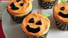 Looking for an easy dessert recipe for Halloween? Make these cute Jack o' Lantern cupcakes using canned pumpkin, Betty Crocker® SuperMoist® cake mix and cream cheese frosting.