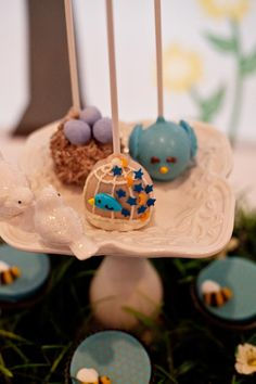 Mommy to Bee Neutral Baby Shower - Bella Paris Designs - BABY SHOWER CAKEPOPS