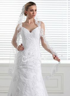 Very Elegant Veil with A Beautiful Design.