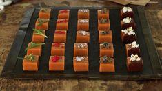 Syltet rødløk | Oppskrift - MatPrat Sarah Bernard, Caramel Delights, Sushi, Waffles, Food And Drink, Mad, Sweets, Snacks, Cooking