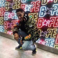 Kid Cudi was recently spotted shopping at the Bape store in Guangzhou, China, while rocking an outfit courtesy of the brand. Kid Cudi Wallpaper, Editorial Photography, Fashion Photography, Photography Magazine, Bape Store, Bape Jacket, Hip Hop Art, Mobile Photos, American Rappers