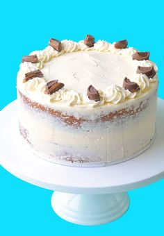 You'll love this gorgeous two-layer Caramel Mud Cake topped with creamy white chocolate buttercream. It's so easy to make! And delicious! White Chocolate Buttercream, Caramel Buttercream, Caramel Mud Cake, Two Layer Cakes, Cake Toppings, Cake Tins, Easy Cake Recipes, Creamy White, Melting Chocolate