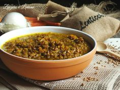 Lazuppa di lenticchieè un primo piatto genuino e nutriente, ideale da servire nelle sere invernali per fare un pieno di sali minerali, fibre e proteine.