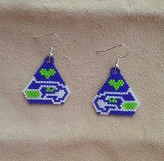 These hand beaded earrings are made with delica beads and are measured at 1 in width and length (not including the fish hook) and almost 2 including the fish hook. Beaded Earrings Patterns, Peyote Patterns, Seed Bead Earrings, Diy Earrings, Beading Patterns, Beaded Jewelry, Crochet Earrings, Beading Ideas, Star Earrings