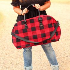 Totes, Purses, Bags - Florence Duffel Weekender Bag In Red Plaid Fall Fashion Trends, Winter Fashion, Retro Fashion, Trendy Fashion, Cargo Vest, Travel Must Haves, Badass Style, Red Plaid, Mom Style
