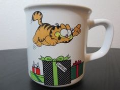 Vintage 1978 GARFIELD Christmas Mug Enesco https://www.amazon.com/dp/B00R1X4JN8/ref=cm_sw_r_pi_dp_x_se3nybW5W48YZ