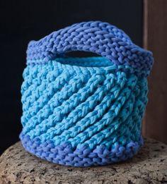 Bucket Bag Crochet Pattern : ... Shirt Yarn & #knit looks like #crochet Blue Bird Bucket Bag Pattern
