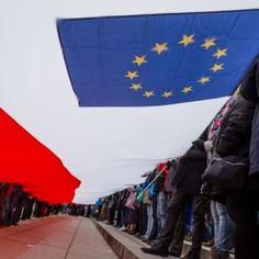 Das Dublin-Abkommen besagt: Der Staat, in den der Asylbewerber nachweislich zuerst eingereist ist, muss das Asylverfahren durchführen. Das Dubliner Übereinkommen wurde am 15. Juni 1990 von den damals zwölf EG-Mitgliedstaaten unterzeichnet. Es trat am 1. September 1997 in Kraft.
