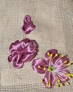 игольницы вышитые лентами: 12 тыс изображений найдено в Яндекс.Картинках Ribbon Work, Silk Ribbon, Tissue Flowers, Flower Tutorial, Ribbon Embroidery, Flower Making, Embroidered Flowers, Brooch, Ribbons