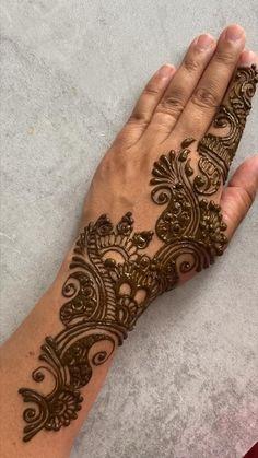 Mehndi Designs Front Hand, Pretty Henna Designs, Modern Henna Designs, Finger Henna Designs, Mehndi Designs Feet, Latest Bridal Mehndi Designs, Full Hand Mehndi Designs, Henna Art Designs, Mehndi Designs For Beginners