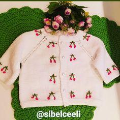 """296 Beğenme, 6 Yorum - Instagram'da Sibel Yeşim YILDIZ (@sibelceeli): """"Merhaba 🌿🍒🍒🍒 daldan dala elişleri yapmayı seviyorum ♥️çeşitlilik ve yenilik seviyorum ♥️ bunu…"""" Sweaters, Instagram, Fashion, Moda, Fashion Styles, Sweater, Fashion Illustrations, Sweatshirts, Pullover Sweaters"""