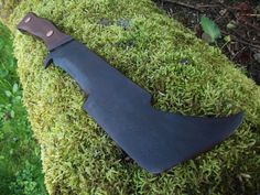 Hand Forged Uruk Hai Orc Knife Made to Order(Etsy のMountainKingForgeより) https://www.etsy.com/jp/listing/185538026/hand-forged-uruk-hai-orc-knife-made-to