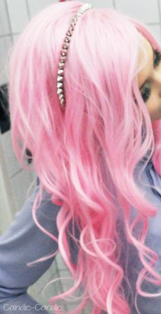 pastel-goth-princess:  candie-candie:  Bad photo, good wig  ❤