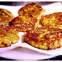 Lunchhapje: courgettekoekjes. Ideaal om mee te nemen. Recept:3 eitjes klutsen,hierdoor 1 geraspte courgette,handjevol parmezaanse kaas,peper en zout en verder kruiden wat je lekker vindt(ik had iets knoflook en Provençaalse kruiden). Dit om en om zachtjes bakken.