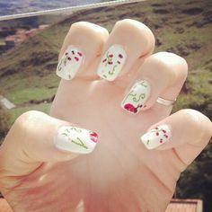 Nature life nail art