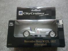 Zwei verschiende Modellauto!Mercedes Benz/Tim und Strupi!