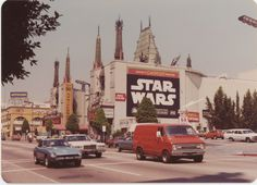 Star Wars was released forty years ago today! This is Los Angeles in 1977 Star Wars, Vintage Vibes, Retro Vintage, Old Photos, Vintage Photos, Alec Guinness, Indie, Aesthetic Vintage, 1970s Aesthetic