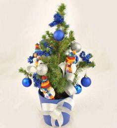 Doar pe www.123flori.ro Hanukkah, Wreaths, Home Decor, Decoration Home, Door Wreaths, Room Decor, Deco Mesh Wreaths, Home Interior Design, Floral Arrangements