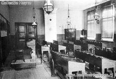 Interieur van een studiezaal in Pensionaat Marienburg #Bussum. Het lokaal is van opzij gezien.  Opmerkingen: — Architect: Tepe, A.. — Bouwjaar: 1880. #gooisemeren