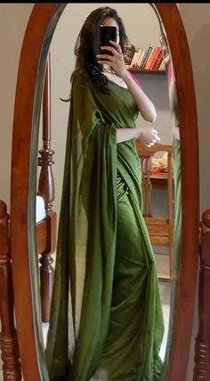 Simple Sarees, Trendy Sarees, Stylish Sarees, Indian Gowns Dresses, Indian Fashion Dresses, Indian Designer Outfits, Saree Blouse Patterns, Saree Blouse Designs, Dress Designs