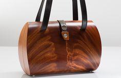 Handtaschen aus Holz | schreibgeraete-list.at Purse Wallet, Clutch Bag, Tote Bag, Wooden Tie, Wooden Purse, Clutches For Women, Leather Working, Leather Craft, Wood Art