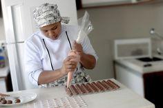 SENSAÇÃO! Chocolate com recheio de morango.