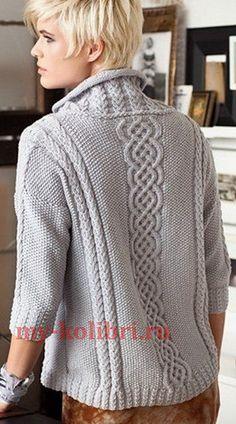 Свободный пуловер спицами комбинированным узором