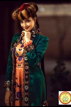 Islam In China, Joan Smalls, Ethnic Dress, Kaftan, Pretty Dresses, Beauty Women, Asian Beauty, Folk, Culture