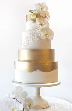Featured Cake: The Pastry Studio; www.thepastrystudio.com; Wedding cakes ideas.