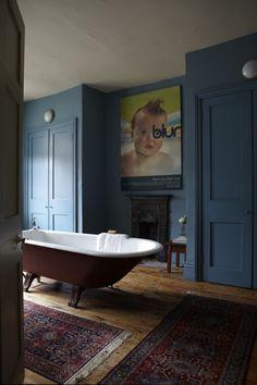 Ideas Bathroom Dark Blue Walls Farrow Ball For 2019 Bad Inspiration, Bathroom Inspiration, Farrow Ball, Dark Blue Bathrooms, Hague Blue Bathroom, Victorian Home Decor, Modern Victorian Homes, Victorian House, Dark Blue Walls