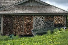 Storing wood in a creative, beautiful way is not that simple. You need a previous planning to make sure the shelter will withstand weather changes, while integrating seamlessly into the overall dec…