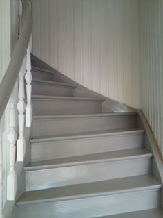 grå trapp - Google-søk Entry Stairs, Stair Makeover, Painted Stairs, Stairway To Heaven, Country Farmhouse, Stairways, Old Houses, Interior Design Living Room, Cottage