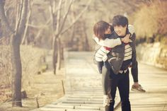 Winter Korea Couple Date Shoot at Sam Cheong Dong, Seoul | Korea Pre-Wedding by Skydal Photography on OneThreeOneFour 14