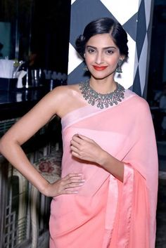 Oct 31, 13: Sonam Kapoor combines modern ombre Saree with traditional Necklace  Jhumka, and Flower Kajra at launch of Designer Pernia Qureshi's book: 'Be Stylish'